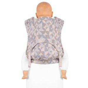 Fidella_fly_tai_mei_tai_baby_carrier_kaleidoscope_sand_Toddler_bæresele_vikle_slynge_rosa